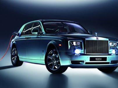 Электрический Rolls-Royce с беспроводным зарядным устройством