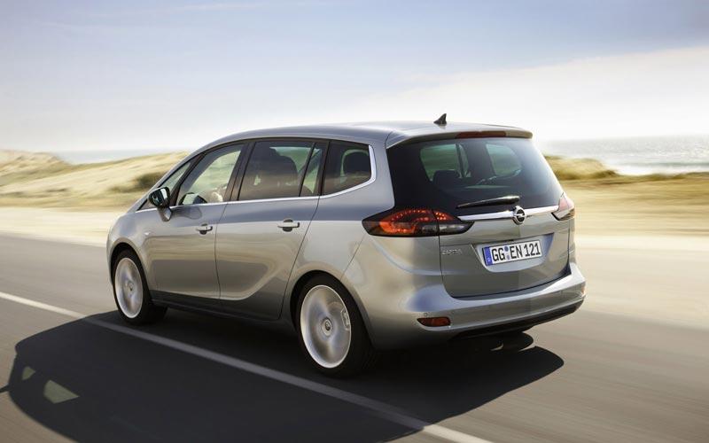 Тест-драйв минивена Opel Zafira Tourer